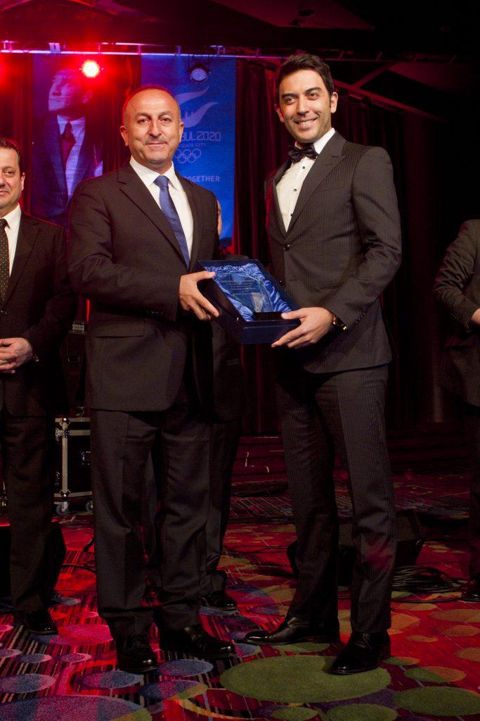 Arif Kerem Göğüş, Dışişleri Bakanı Sn. Mevlüt Çavuşoğlu'ndan Ödül Aldı